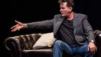 """Einst hat Charlie Sheen mit einer einzigen Folge von """"Two and a Half Men"""" fast zwei Millionen Dollar verdient, heute kann er sich nicht einmal mehr eine eigene Bleibe leisten. (Archivbild)"""