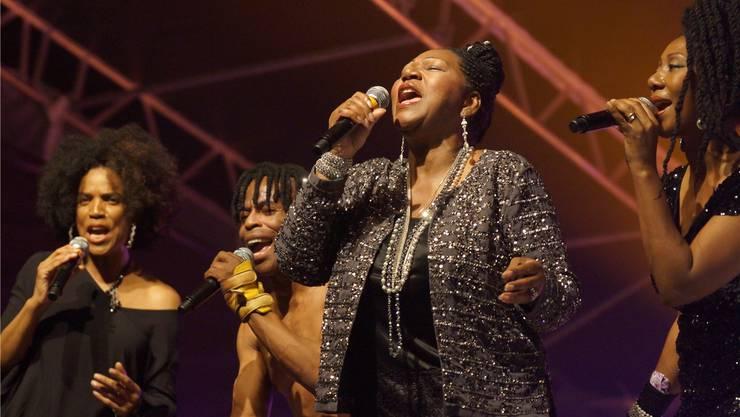 Keine gewagten Kostüme, dafür gute Stimmen: Die Formation Boney M. feat. Liz Mitchell gibt die Discohits «Sunny» und «Daddy Cool» zum Besten.