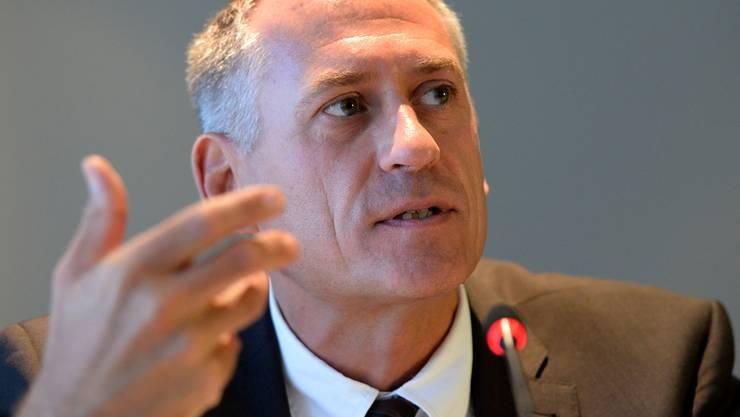 Hat für alles eine Erklärung parat: Hans-Peter Wessels weht wegen des BVB-Skandals erneut ein kalter Wind entgegen. KEYSTONE