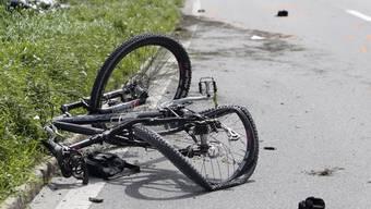 Velofahrer und Fussgänger sind besonders gefährdet, bei einem Verkehrsunfall ums Leben zu kommen (Symbolbild)