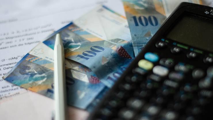 Die Aargauer können sich freuen, sie bezahlen voraussichtlich bald weniger Steuern. (Symbolbild)