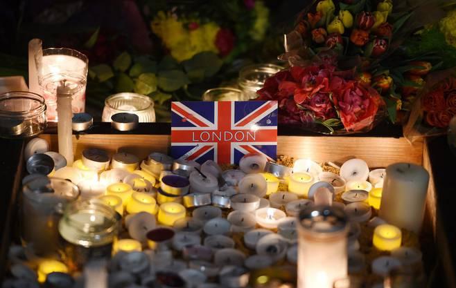 Nach dem Terror die grosse Trauer: Zahlreiche Menschen gedenken den Todesopfern.