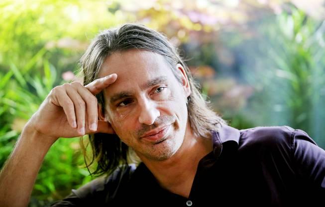 Richard David Precht Honorarprofessor für Philosophie an der Leuphana Universität Lüneburg und Honorarprofessor für Philosophie und Ästhetik an der Hochschule für Musik Hanns Eisler in Berlin