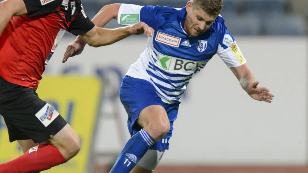 Lausannes David Marazzi (rechts) trifft beim 4:0-Sieg in Schaffhausen doppelt (Archivbild)(KEYSTONE/Jean-Christophe Bott)