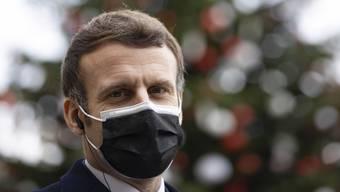 Die Maske hat ihn nicht geschützt: Frankreichs Präsident Emmanuel Macron ist an Covid-19 erkrankt.