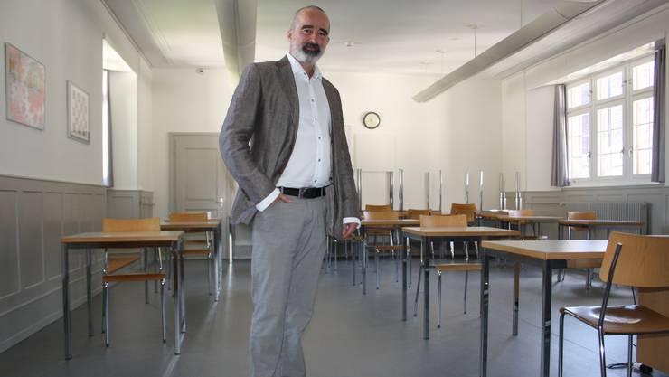 Rektor Paul Zübli teilt im Intranet mit: In erster Linie scheinen Schülerinnen und Schüler der vierten Klasse betroffen zu sein.