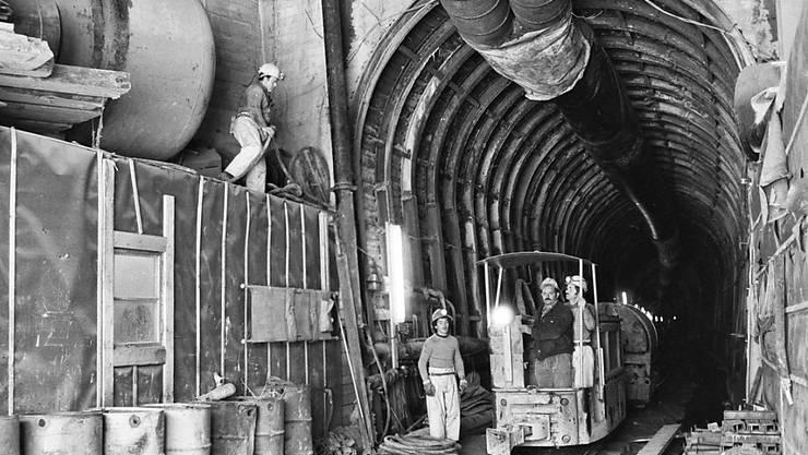 Aufnahme aus dem Jahr 1980 im Furka-Basistunnel, der nun für 190 Millionen Franken saniert wird.