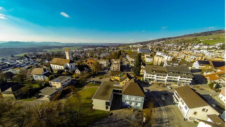 Die Gemeinde Oberrohrdorf läuft bald Gefahr, sich zu verschulden. Im Bild die Ortschaft aus der Sicht einer Drohne.