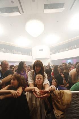 Fans warten in der Biberena auf Beatrice Egli
