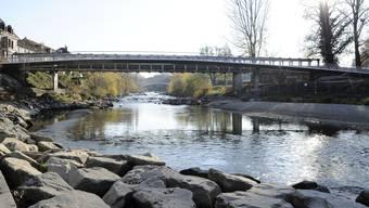 Die Birsbrücke verbindet die Baselbieter Gemeinde Birsfelden (links) und das Basler Quartier Breite. (Archiv)