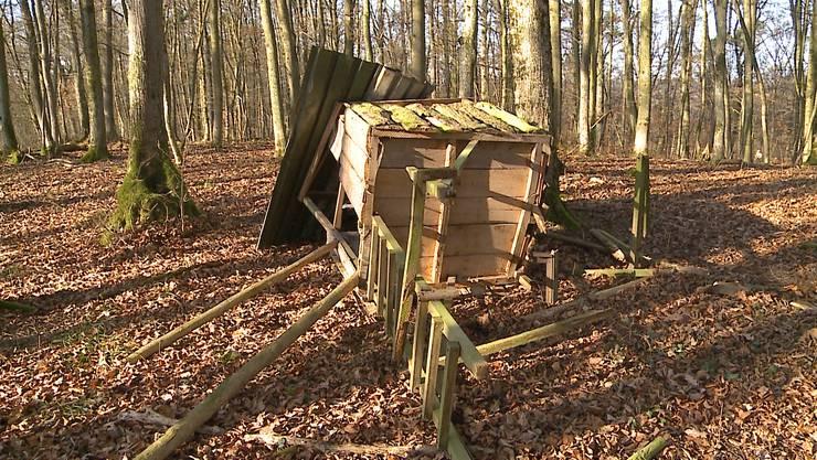Jagd-Hochsitz in Habsburg von Unbekannten mutwillig zerstört