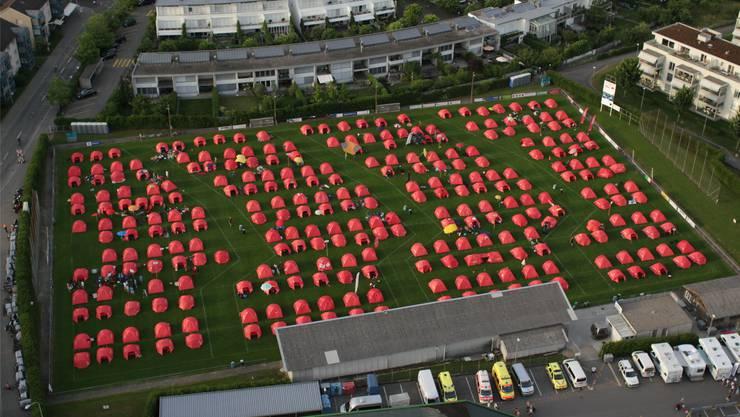 Erkannt? Dieses Feld des Gigathlon-Camps erweist der Dreitannen-Stadt die Ehre. ZVG/dedicam.tv