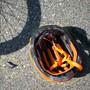 Um die Sicherheit von E-Bike-Fahrenden zu steigern, schlägt der Bundesrat auch für langsame Elektrovelos eine Helmpflicht vor. (Symbolbild)