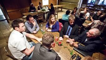 az in der Beiz: Grossräte, Kandidierende und Wählende treffen sich in Frick