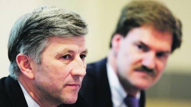 Wer lenkt hier wen? Rolf Dörig (l.) und Carsten Maschmeyer an einer Pressekonferenz im Frühling 2009.  Keystone