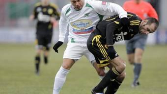 Yverdons Manuel Bühler (l.) im Zweikampf mit Frédéric Besseyre