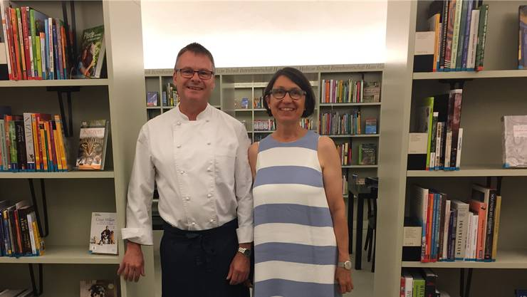 Lilo Moser und Greg Kilcullen versuchen mit «Buch und Essen» die Bibliothek für ein neues Kundensegment zu öffnen.