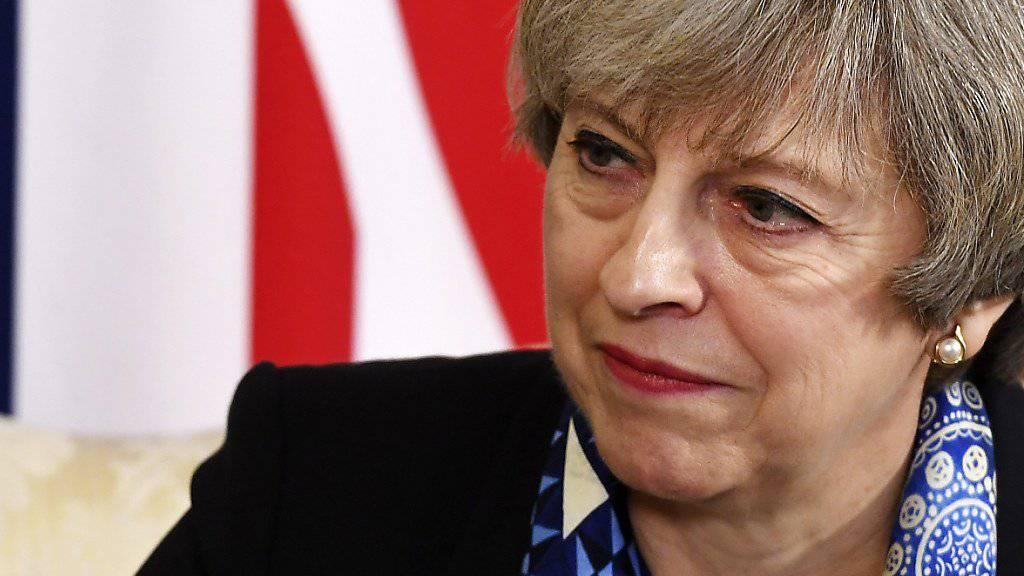 Schlappe für die britische Premierministerin Theresa May: Das britische Oberhaus stimmt für einen Zusatz im Brexit-Gesetz, der dem Parlament ein Vetorecht über das Ergebnis der Brexit-Verhandlungen einräumt. (Archiv)