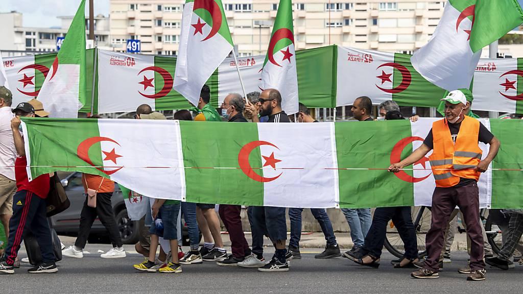 Die Demonstrierenden forderten in Genf die Freilassung der politischen Gefangenen in Algerien.