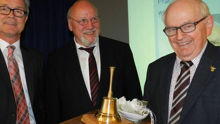 Direktor Thomas Peterhans und der neue Vereinspräsident Rudolf Krauer mit seinem Vorgänger Werner Huber (von links). BA