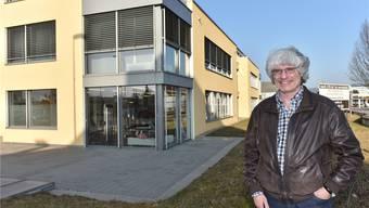 Ein Meilenstein des Standort- und Wirtschaftsförderers: Gery Meier vor dem Gebäude der soH-Gruppenpraxis Herrenmatt beim Däniker Kreisel.