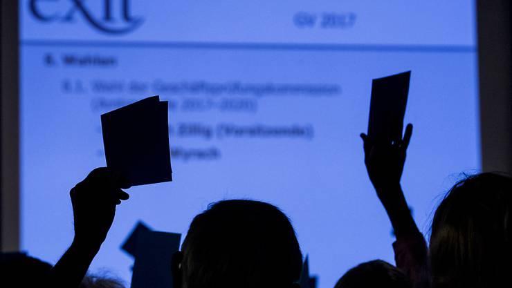 Die Mitglieder von Exit wollen sich weiterhin dafür einsetzen, dass für Betagte der Zugang zum Altersfreitod erleichtert wird. (Themenbild)
