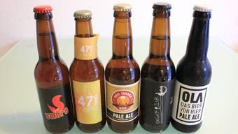 Das getestete Bier-Quintett aus der Region: Am beliebtesten unter den Pale Ale war Degens «Kobra» (2. von rechts). Testsieger aber wurde 47 Grad Nord (2. von links).