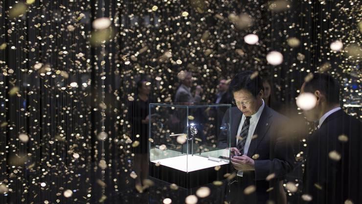 In den Basler Messehallen lagern während der Baselworld teure Uhren und Schmuck. Weniger edel ist jedoch die Bewachung der Exponate (Messestand an der Ausgabe 2013).