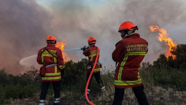 Das Feuer ist vermutlich kriminellen Ursprungs, wie Präfekt Stéphane Bouillon gegenüber den Medien erklärte.