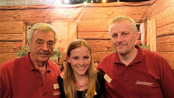 Paul Meier, Präsident der Dorfgemeinschaft Bergdietikon, Selina Weidenmann und Roger Weidenmann, Vizepräsident der Dorfgemeinschaft.