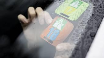 Die Vignette muss bei Autos auf der Innenseite der Frontscheibe gut sichtbar aufgeklebt sein. (Symbolbild)