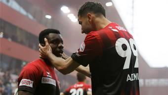 Noch vor kurzem stürmten Afimico Pululu (l.) und Kemal Ademi erfolgreich für Xamax. Am Samstag kehren sie mit dem FC Basel auf die Maladière zurück.