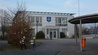 Das tut weh, ist aber nötig: Die Gemeindeversammlung Neuendorf beschloss Steuererhöhung. Im Bild die Gemeindeverwaltung.