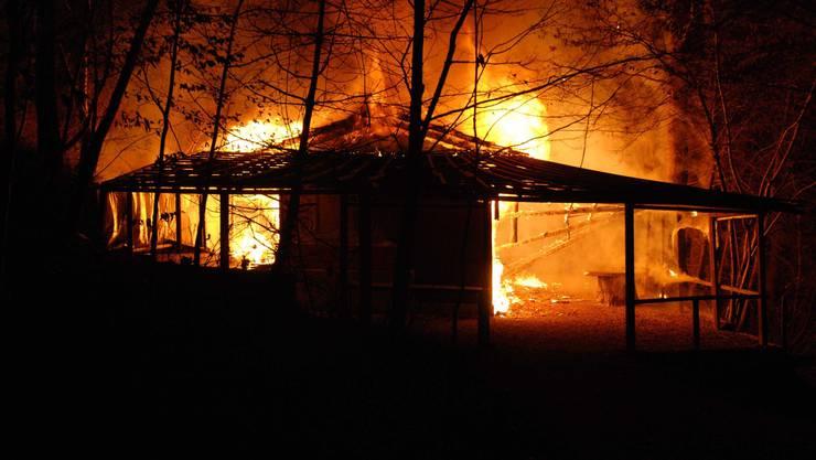 Die Vereinshütte brannte lichterloh.