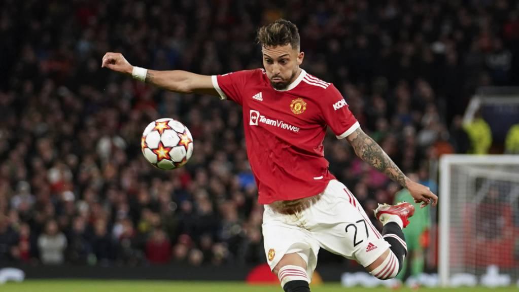 Hier erzielt Manchester Uniteds Verteidiger Alex Telles das 1:1 im Match gegen Villarreal