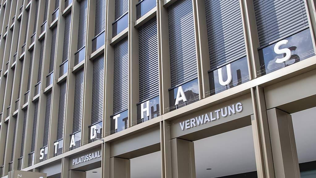 Im Stadthaus von Kriens LU wird auf den Entscheid des Regierungsrats zum Budget 2021 gewartet.