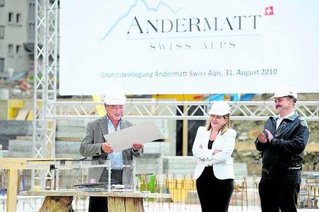 ...mit Investor Samih Sawiris bei der Grundsteinlegung für «The Chedi» in Andermatt (2010) ...