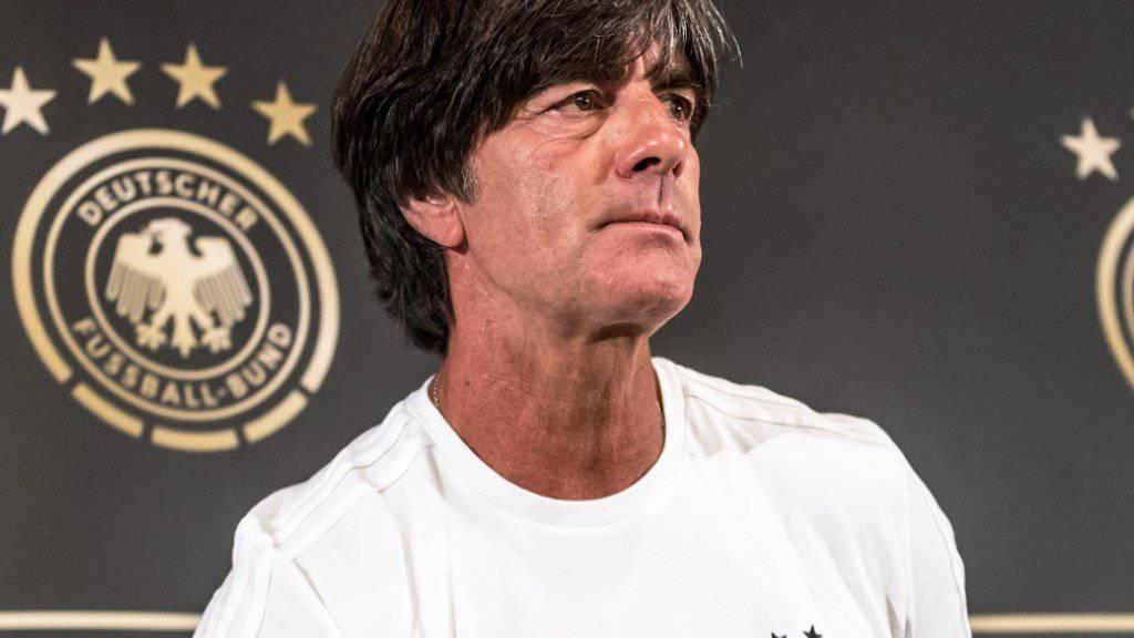 Der Bundestrainer Joachim Löw befindet sich mit seiner Mannschaft in der WM-Qualifikation auf Kurs.