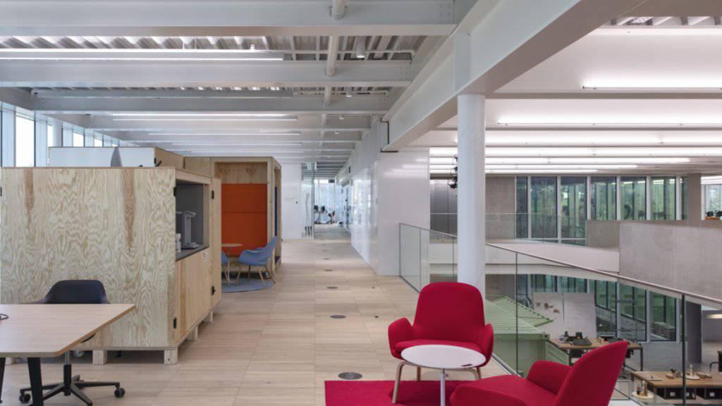 Im neuen Innovationscampus der Bühler Group in Uzwil können die Arbeitsplätze flexibel genutzt werden.