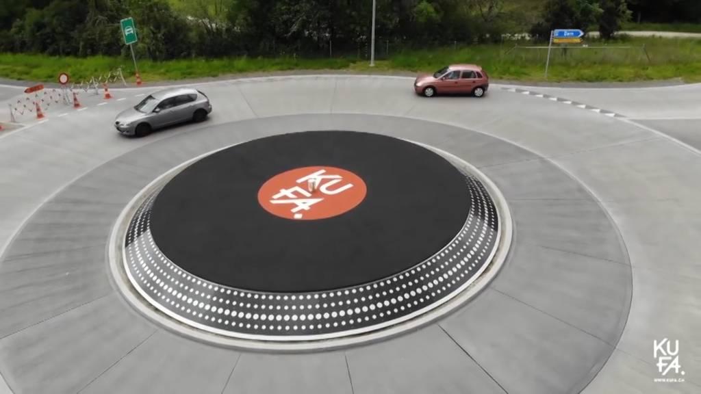 Verkehrs-Kreisel im Plattenspielerdesign wird zum Hit in Lyss