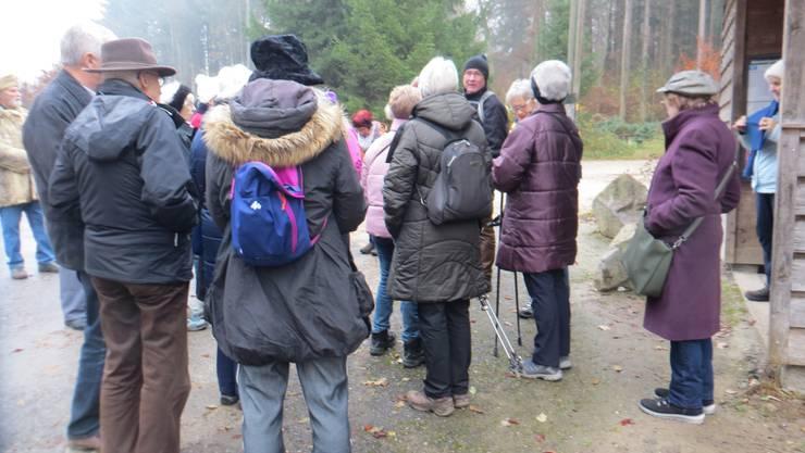 Ausstieg Abzweigung Hersberg, dann kurz die Worte vom Wandeleiter Bruno Broog