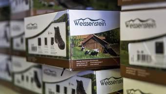 In den Landi-Shops werden Produkte mit der Marke Weissenstein angeboten – wie hier diese Wanderschuhe..
