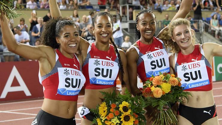 Jubel über den Schweizer Rekord: Mujinga Kambundji, Salomé Kora, Sarah Atcho and Ajla Del Ponte (von links nach rechts).