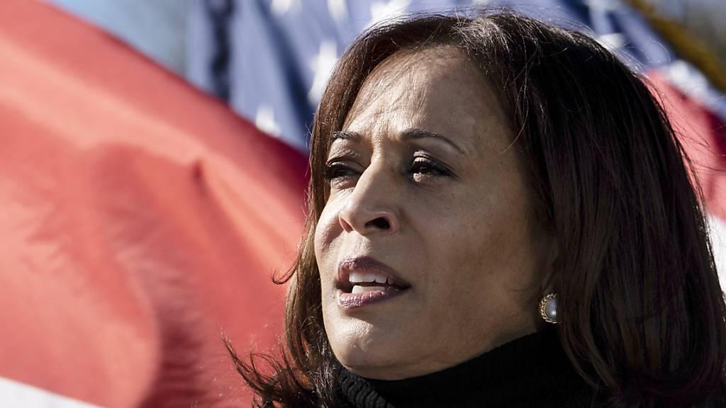 ARCHIV - Kamala Harris spricht im Dezember bei einer Wahlkampfveranstaltung für die Demokraten im Bundesstaat Georgia. Foto: Ben Gray/AP/dpa/Archiv