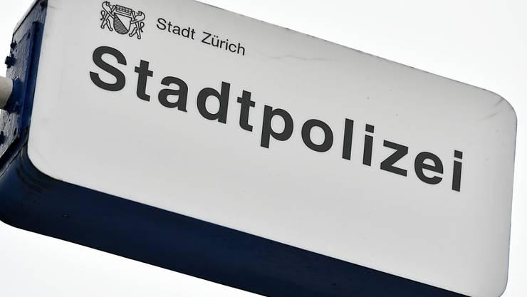 Polizeigrosseinsatz in Zürich wegen verwirrten Vaters: Er drohte, sein Kind aus dem zweiten Stock fallen zu lassen. (Symbolbild)