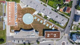 Beim Zentrum Spitzacker in Urdorf und im Hallenbad stehen teure Sanierungen an. Die neue Arbeitsgruppe regt an, dass die Politische Gemeinde und die Schulgemeinde unverzüglich eine gemeinsame Immobilien-Strategie an die Hand nehmen.
