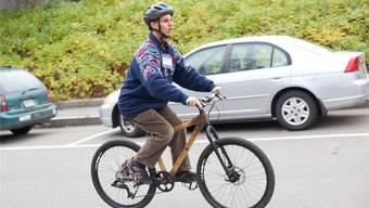 Das menschliche Echolot: Daniel Kish demonstriert, dass er unfallfrei radfahren kann, obwohl er mit den Augen nichts sieht. Thatcher Cook