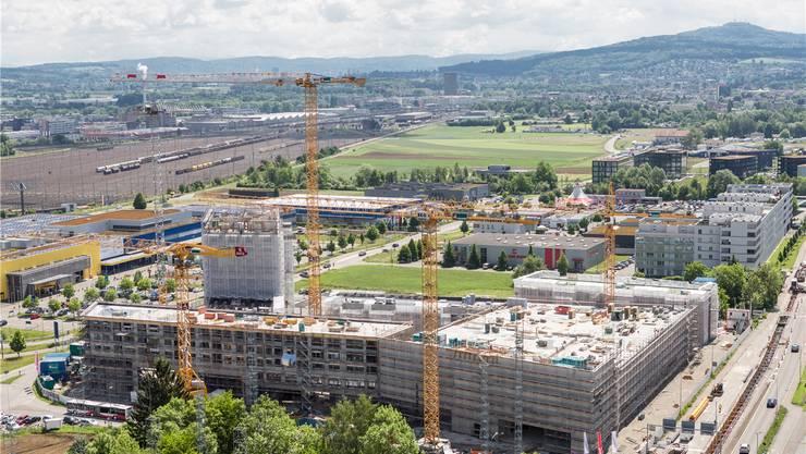 Im Baufieber: In den letzten Jahren sind viele neue Wohnungen in Spreitenbach entstanden. Mehr Einwohner bedeuten aber auch mehr Infrastruktur. san