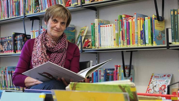 Luzia Gantenbein ist Primarlehrerin und betreut in der Bibliothek das Ressort Kinderbücher. Nadja Rohner