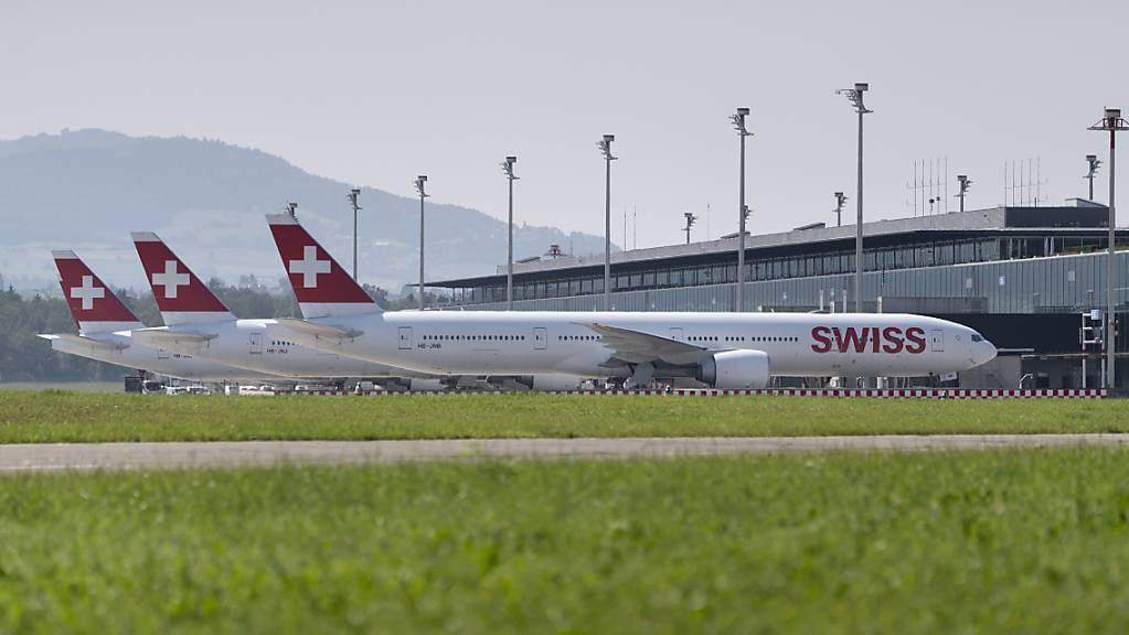 Die Fluggesellschaft Swiss führt für ihr fliegendes Personal eine Impfpflicht ein. Sie soll ab Mitte November gelten.(Archivbild)